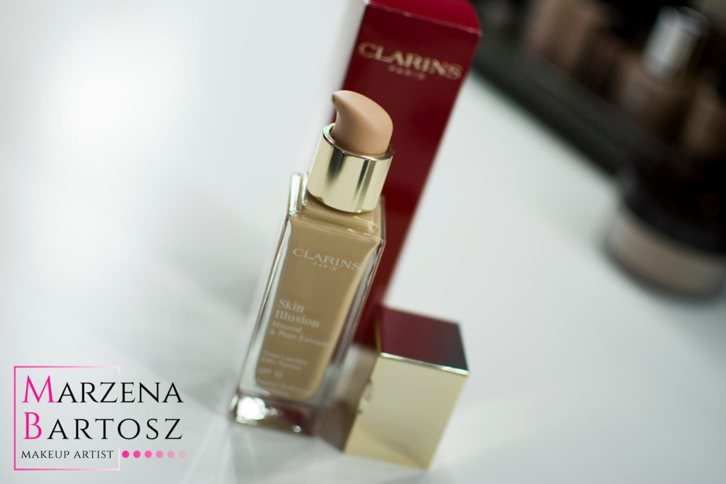 Clarins, Skin Illusion Natural Radiance Foundation SPF 10.